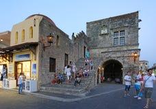 罗得岛老镇在晚上 希腊 免版税库存照片