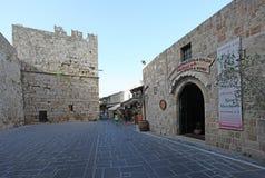 罗得岛老镇堡垒和街道 希腊 免版税库存照片