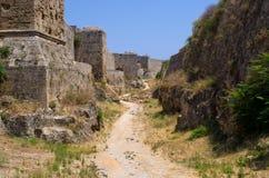 罗得岛镇,希腊极大的古老墙壁  免版税库存图片