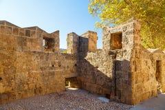 罗得岛镇-希腊极大的古老墙壁  库存照片
