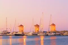罗得岛风车- Wiatraki罗得岛,希腊语 免版税库存图片