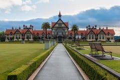 罗托路亚博物馆和庭院日出的,新西兰 图库摄影