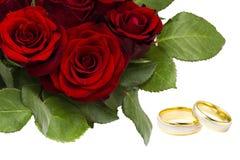 罗斯和婚戒 图库摄影