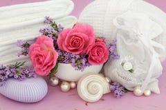罗斯和淡紫色温泉 库存照片