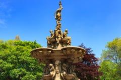 罗斯喷泉地标在Pincess街庭院里 免版税库存图片