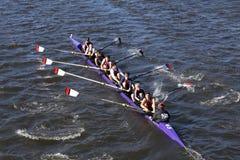 罗斯市乘员组在查尔斯赛船会人` s青年时期Eights头赛跑  库存图片
