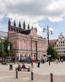 罗斯托克,德国-大约2016年:桃红色邮局罗斯托克,这是值得观看的一个旅游胜地 免版税图库摄影