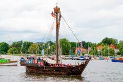罗斯托克,德国- 2016年8月:中世纪船Wissemara Hanse风帆 图库摄影