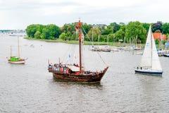罗斯托克,德国- 2016年8月:中世纪船Wissemara Hanse风帆 免版税库存照片
