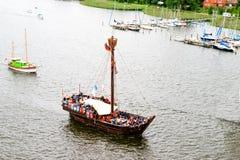 罗斯托克,德国- 2016年8月:中世纪船Wissemara Hanse风帆 免版税图库摄影