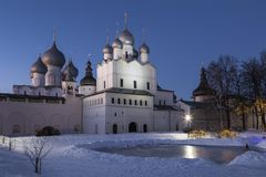罗斯托夫伟大,克里姆林宫在冬天夜,俄罗斯 免版税库存照片