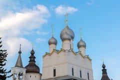 罗斯托夫Veliky,俄罗斯3月30日 2016年 假定大教堂在克里姆林宫 库存图片