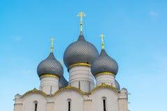 罗斯托夫Veliky,俄罗斯3月30日 2016年 假定大教堂在克里姆林宫 免版税库存照片