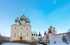 罗斯托夫Veliky,俄罗斯3月30日 2016年 假定大教堂在克里姆林宫 库存照片