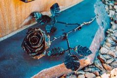 罗斯金属制品伪造的花 免版税图库摄影