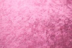 罗斯金桃红色天鹅绒背景或丝绒法绒纹理做了棉花或羊毛与软的蓬松柔软光滑的缎织品布料阶 图库摄影