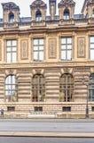 罗浮宫大厦的片段  法国巴黎 库存照片