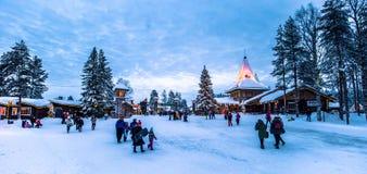 罗瓦涅米- 2017年12月16日:圣诞老人vill的旅客 免版税图库摄影