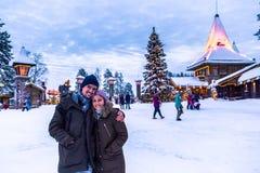 罗瓦涅米- 2017年12月16日:圣诞老人vill的旅客 图库摄影