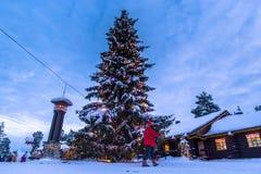 罗瓦涅米- 2017年12月16日:罗瓦涅米圣诞老人村庄, 库存图片