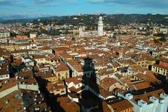 维罗纳市鸟瞰图向白云岩阿尔卑斯 免版税库存图片