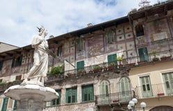 维罗纳,意大利,玛丹娜雕象  库存图片