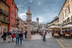 维罗纳,意大利- 2011年6月, 03日:广场delle Erbe 库存图片