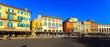 维罗纳,意大利- 2014年10月:广场胸罩的全景 免版税库存照片