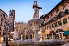 维罗纳,意大利- 2017年4月04日:维罗纳,威尼托都市风景  免版税库存图片