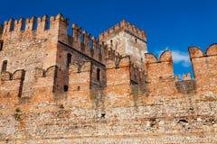 维罗纳,意大利2016年9月08日:Castelvecchio堡垒墙壁在维罗纳 中世纪Castelvecchio老城堡是被修造的b 库存图片