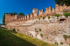 维罗纳,意大利2016年9月08日:Castelvecchio堡垒墙壁在维罗纳 中世纪Castelvecchio老城堡是被修造的b 免版税库存照片