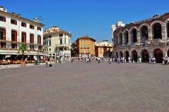 维罗纳, 9月ITALY-3  上午的举世闻名的大厦 免版税库存照片