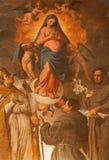 维罗纳-圣母玛丽亚和圣徒油漆在教会圣费尔莫Maggiore里 免版税库存图片