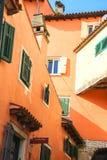 罗维尼克罗地亚05 15 2018罗维尼老镇五颜六色和浪漫街道  Istrian半岛,克罗地亚,欧洲 库存照片