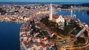 罗维尼,克罗地亚夜鸟瞰图  股票视频