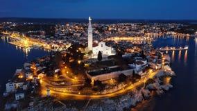 罗维尼,克罗地亚夜鸟瞰图  股票录像
