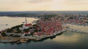 罗维尼,克罗地亚的鸟瞰图 股票视频