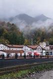 罗莎Khutor,索契,俄罗斯, 2015年10月24日:在山的秋天 免版税库存图片