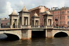 罗蒙诺索夫桥梁在圣彼得堡,俄罗斯 免版税库存图片