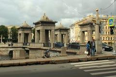 罗蒙诺索夫桥梁在圣彼得堡,俄罗斯 免版税库存照片