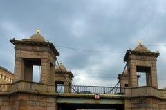 罗蒙诺索夫桥梁看法在Fontanka河的 免版税库存图片