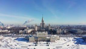 罗蒙诺索夫莫斯科国立大学MGU,在麻雀山,莫斯科,俄罗斯的MSU鸟瞰图  莫斯科全景与 影视素材