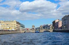 罗蒙诺索夫桥梁看法横跨Fontanka河,圣彼德堡,俄罗斯的 库存照片