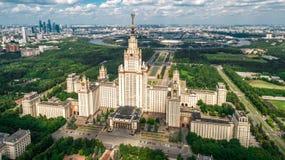 罗蒙诺索夫莫斯科国立大学鸟瞰图 免版税库存照片