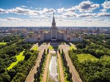 罗蒙诺索夫莫斯科国立大学,莫斯科鸟瞰图  免版税图库摄影