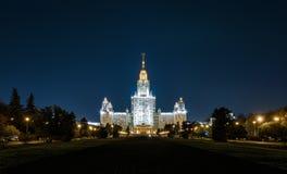 罗蒙诺索夫莫斯科国立大学MSU在晚上,莫斯科 免版税图库摄影