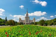 罗蒙诺索夫莫斯科国立大学MSU 主楼的看法在麻雀山的 免版税库存图片