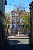 罗蒙诺索夫minument在圣彼德堡,俄罗斯 库存图片