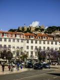 从罗西乌广场的一个看法在春天-里斯本,葡萄牙 免版税库存照片