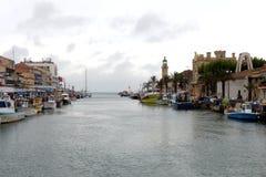 罗讷Sète运河在Le Grau du Roi,法国 免版税库存图片